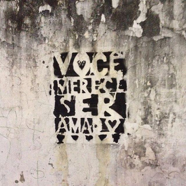 Você merece ser amado #urbanart #urbanwalls #streetarteverywhere #streetart #graffiti #urbanarts #streetartrio #grafittiart #graffitibrasil #streetart #graffitilovers #visitrio #cidadedorio #lifestylerio #ig_riodejaneiro_ #rioiloverio #orionaoesopraia #riodejaneiro #021rio #goodinrio #aboutrio #porainorio #rioenquadrado #riopostcard #vejario #olharescariocas #apaixonadospelorio #carioquissimo #odiaonline #rioetc