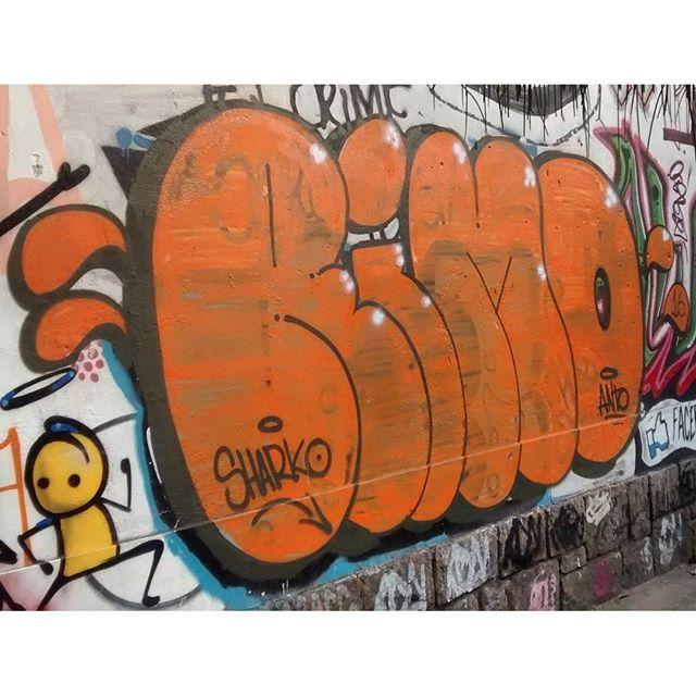 por: @perro.dmente , @warkrocinha • #rjvandal #streetartrio #streetart #graffiti #graffitiart #art #riodejaneiro #tags #tagsandthrows #throwsup #throwsupz #bombing #bomb #grafite #artist #artoftheday #arteurbana #rj #urbanart #artederua #rua #graffitiwall #sprayart #vandal #galeriaceuaberto #olheosmuros #bombingbrasil #graffitirio #art #makeart