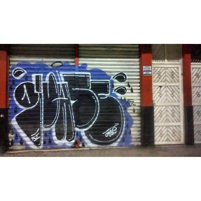 por: @quase_• #rjvandal #streetartrio #streetart #graffiti #graffitiart #art #riodejaneiro #tags #tagsandthrows #throwsup #throwsupz #bombing #bomb #grafite #artist #artoftheday #arteurbana #rj #urbanart #artederua #rua #graffitiwall #sprayart #vandal #galeriaceuaberto #olheosmuros #bombingbrasil #graffitirio #vandalismo
