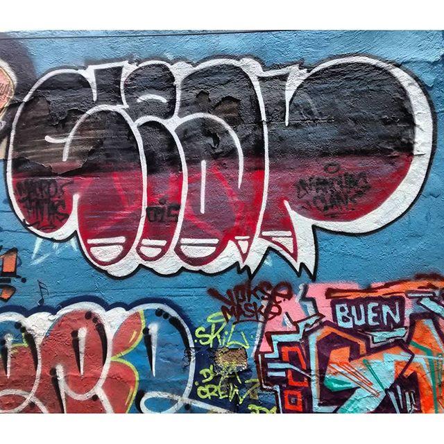 por: @sear.oner • #rjvandal #streetartrio #streetart #graffiti #graffitiart #art #riodejaneiro #tags #tagsandthrows #throwsup #throwsupz #bombing #bomb #grafite #artist #artoftheday #arteurbana #rj #urbanart #artederua #rua #graffitiwall #sprayart #vandal #galeriaceuaberto #olheosmuros #bombingbrasil #graffitirio #art #makeart
