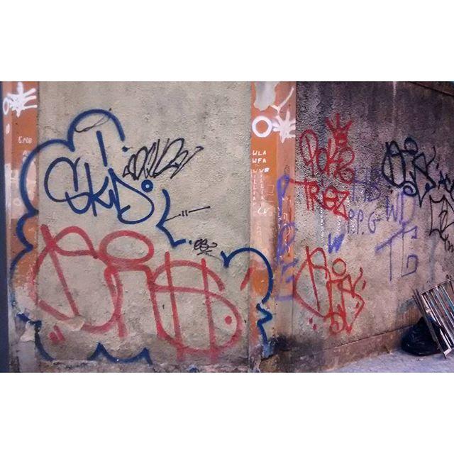 por: @skidonedms • #rjvandal #streetartrio #streetart #graffiti #graffitiart #art #riodejaneiro #tags #tagsandthrows #throwsup #throwsupz #bombing #bomb #grafite #artist #artoftheday #arteurbana #rj #urbanart #artederua #rua #graffitiwall #sprayart #vandal #galeriaceuaberto #olheosmuros #bombingbrasil #graffitirio #art #makeart