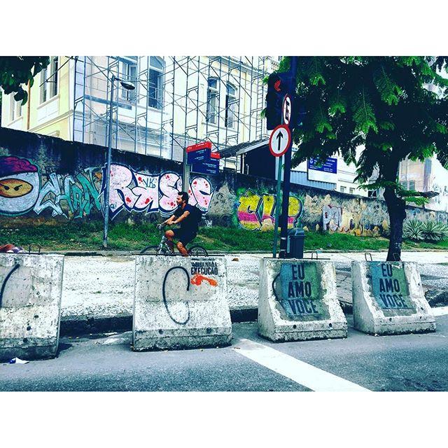 . • Happy Valentine's Day | Dia de São Valentim • #happyvalentinesday #streetartphotography #streetphotography #vscorio #vscobrasil #vscovibe #porainorio #graffitiworld #streetartrio #urbanexploration #urbanart #arteurbana #urbanwalls #urbanstyle #photographylovers #photographyeveryday #riolifestyle #riophotography #porainorio #oquefazernorio #trottersmag #trotter #explorer