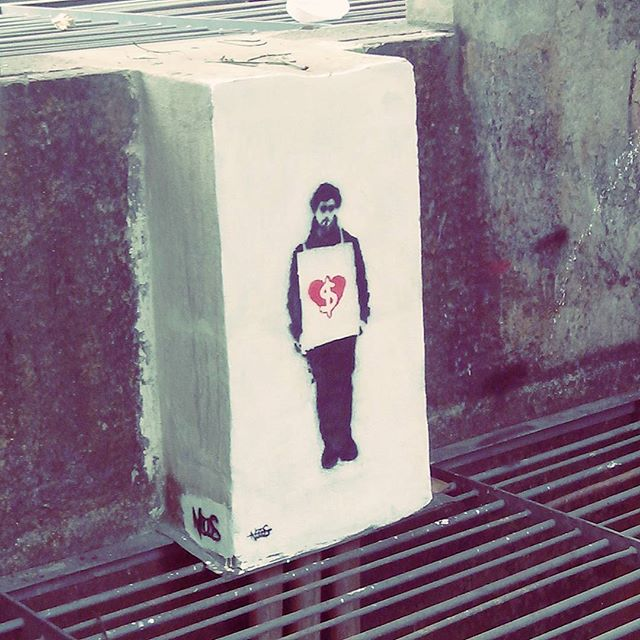 A vida anda bem assim mesmo... #rio #rj #riodejaneiro #centro #centrodorio #graffiti #urban #urbanart #streetart #streetartrio #streetartphotography #streetarteverywhere #city