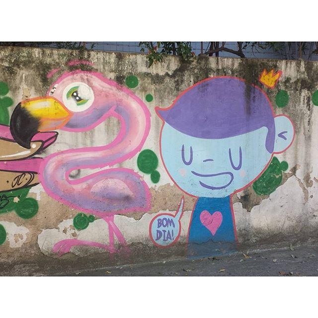 Bom dia. #trapacrew #flamingo #flamingos #pinkflamingo #flamenco #graffiti #grafite #graff #streetartrj #streetartrio #streetart #nadi