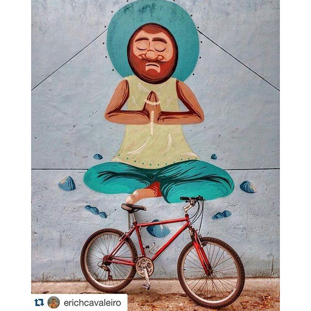 Fotão do @erichcavaleiro com a versão antiga do #barbudinho Painel de meditação que fiz com meu irmão de tinta @memiguilherme #tijuca #tijukistan #sobrebarba #barbazen #zen #yoga ⠀⠀⠀⠀⠀ #streetartrio #streetart