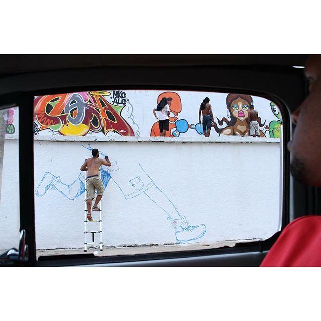 Foto do amigo #loboguara no último fds na #ilhadogovernador obrigado a todos pela recepção. #sketchwall #sketch #wall #cazé #cazesawaya #streetartrio