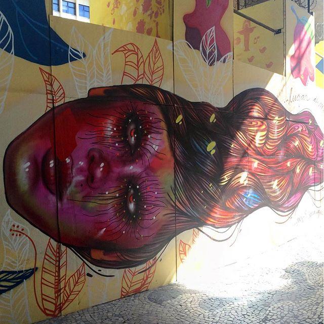 Pelo caminho! Belo mural da #PanmelaCastro #StreetArt #ArteDeRua #Centro #InstaGrafite #InstaGraffiti #StreetArtRio