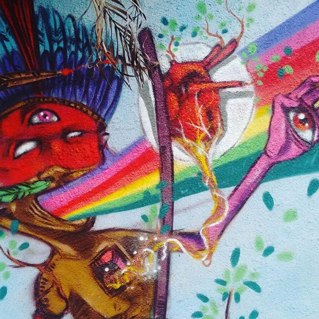 Pintura que fiz no mutirão da comunidade da congonha em Madureira. #etnograffiti #classedateliedeideias #errejota #streetartrio #arteurbana #indigenous #indios #florestaviva #visionary #caminhosabertos #tiagotosh #rio40graus