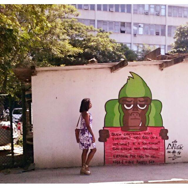 Quem controla suas vontades ? Seu ego ou a verdade ? E a sociedade ? Sociedade sem saciedade ! a verdade por trás do véu... nada é o que parece ser . #graffiti #bomb #throwup #tagsandthrows #throwie #xarpi #xarpirj #pixo #grapixo #tag #vandal #vandalismo #vandalism #rjvandal #arteurbana #urbanart #estreetart #riodejaneiro #macacoquente #hotmonkey #amantesdotraçooculto #lovershiddenfeature #novaera #newage #StreetArtRio #vandalovers #ILoveBombing
