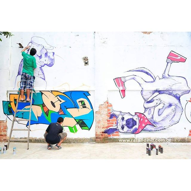 Registro do mestre @rataodiniz . Ação junto com o mano @davi.baltar . #graffiti #graffitiart #streetart #art #arte #arteurbana #graffitikings #letters #weloveletters #artsy #drawing #SprayArt #vscocam #wildstyle #wildstylegraffiti #graffitilovers #streetartrio #Blopa #BlopaOne
