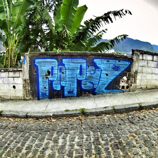 Restinho de tinta. #oldschool #graffiti #streetartrio #colorgin #bomber #arturbana #fatcap
