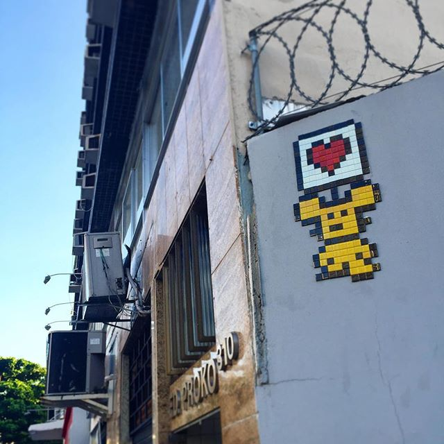 Roses are red. Violets are blue. Will you be my player 2? --> ️ <-- #earthbound #rowdy #valentine #valentinesday #streetart #streetartrio #pixel #pixelart #videogames #urbanart #arteurbana #8bit #gamelover #retrogame #8bitch #8bitchproject #largodomachado