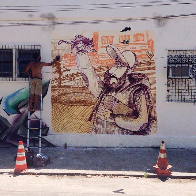 Sketch wall? Do caderno pra parede? Ops! Pro papel? Ops!! To perdido. Ahahah Tentando aplicar os estudos no papel e transformando a parede num grande papel! Valeu Edaz e alf pelo suporte!!! #ilhadogovernador #ilha #sketchbook #sketchwall #sketch #cazesawaya #cazé #streetart #streetartrio #streetartnews #stabilo