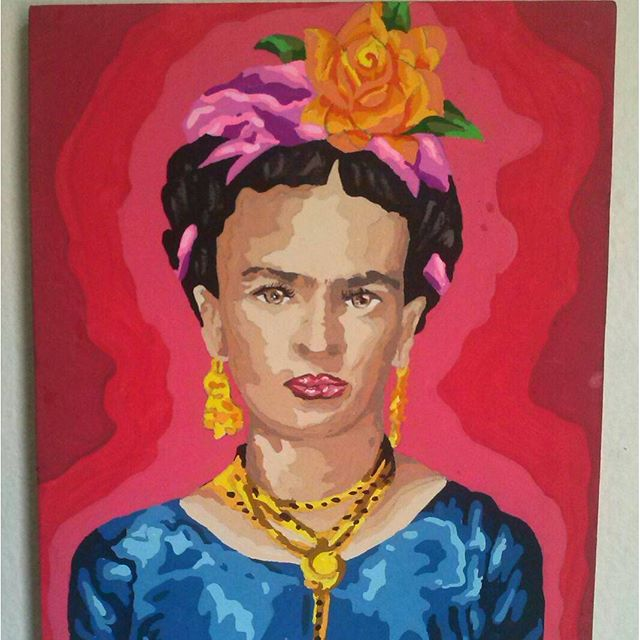 Técnica stencil em Painel, (30 x 25) >Frida kahlo _________________________________ Ateliê X Art ____________________________________ #ateliexart #stencilamao #fridakahlo #frida. #kahlo #grafiti #arteemtela #arteurbana #stencil. #stencilart #streetartrio #art