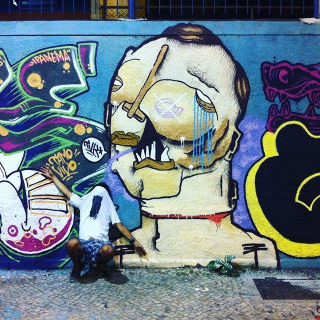 aniversário do pzoura @zoupose mural com geral #graffiti #graffiticharacter #peq1 #colors #arteurbana #streetart #streetartrio #rjvandal #tintaverme #fodase