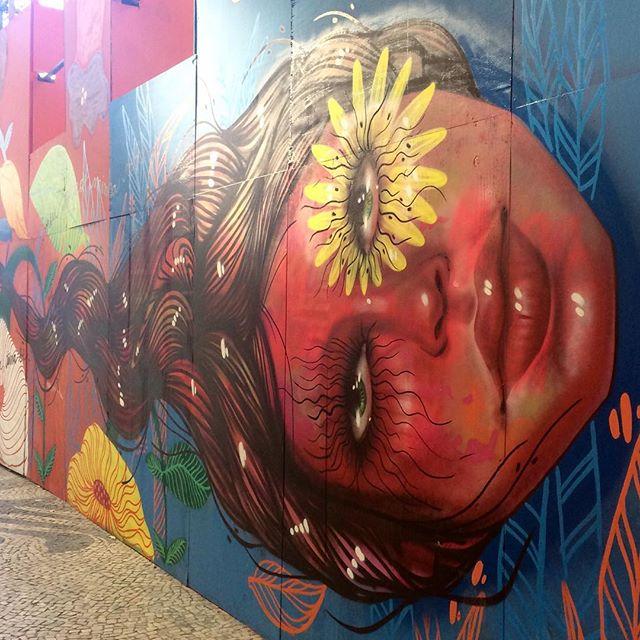 Pelo caminho... Continuação do belo painel da #PanmelaCastro #StreetArt #ArteDeRua #Centro #InstaGraffiti #InstaGrafite #StreetArtRio