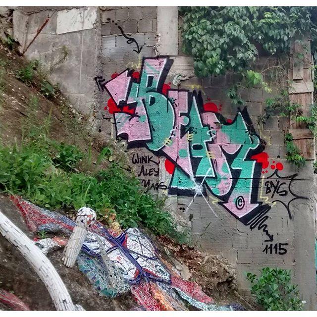 por: @junkz_rio • #rjvandal #streetartrio #streetart #graffiti #graffitiart #art #riodejaneiro #tags #tagsandthrows #throwsup #throwsupz #bombing #bomb #grafite #artist #artoftheday #arteurbana #rj #urbanart #artederua #rua #graffitiwall #sprayart #vandal #galeriaceuaberto #olheosmuros #bombingbrasil #graffitirio #art #makeart