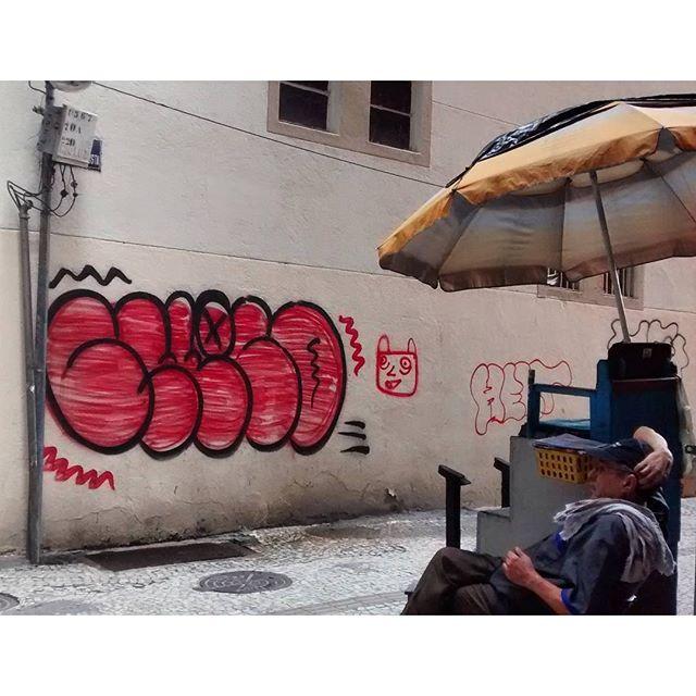por: @rrchoco • #rjvandal #streetartrio #streetart #graffiti #graffitiart #art #riodejaneiro #tags #tagsandthrows #throwsup #throwsupz #bombing #bomb #grafite #artist #artoftheday #arteurbana #rj #urbanart #artederua #rua #graffitiwall #sprayart #vandal #galeriaceuaberto #olheosmuros #bombingbrasil #graffitirio #art #makeart