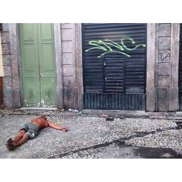 por: @sncsncsncsnc @leandrotick • #rjvandal #streetartrio #streetart #graffiti #graffitiart #art #riodejaneiro #tags #tagsandthrows #throwsup #throwsupz #bombing #bomb #grafite #artist #artoftheday #arteurbana #rj #urbanart #artederua #rua #graffitiwall #sprayart #vandal #galeriaceuaberto #olheosmuros #bombingbrasil #graffitirio #art #makeart
