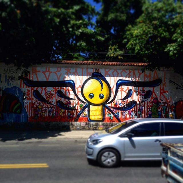 @warkrocinha Jardim Botânico/RJ #streetartrj #streetart #streetartrio #streetarthunter #graffiti #grafite #instagrafite #artederua #arteurbana #aruaénóiz #rj #riodejaneiro