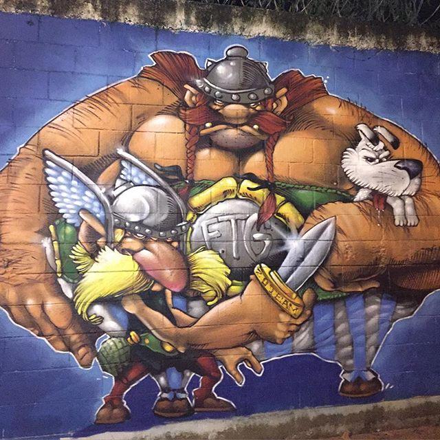 Acabouuuuuuuuu Hahahahahahhahaha Hoje vou só de brincadeirinha Chama no Asterix e Obelix #raios #ftg #zoteam #free #graffiti #graffitiart #streetstyle #streetartrio #downhillstreet #asterix #obelix