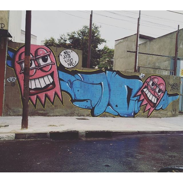 Achei essa foto !! Trampo antigo !! Mas tá lá !! #instaart #spray #riodejaneiro #rj #instagraffiti #graffiti #graffite #artederua #art #artist #urbanart #graffitibrazil #graffitebrazil #loveart #spraypaint #streetart #freestyle #graffitirj #graffrio #rua #mtn #hiphop #streetartrio #ruasdazn #trapacrew #tafaltandomuro