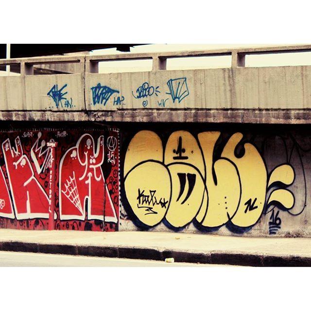 BOMB DIA !!! #graffiti #bomb #throwup #tagsandthrows #throwie #xarpi #xarpirj #pixo #grapixo #tag #vandal #vandalismo #vandalism #rjvandal #arteurbana #urbanart #estreetart #riodejaneiro #macacoquente #hotmonkey #amantesdotraçooculto #lovershiddenfeature #novaera #newage #StreetArtRio #vandalovers #ILoveBombing