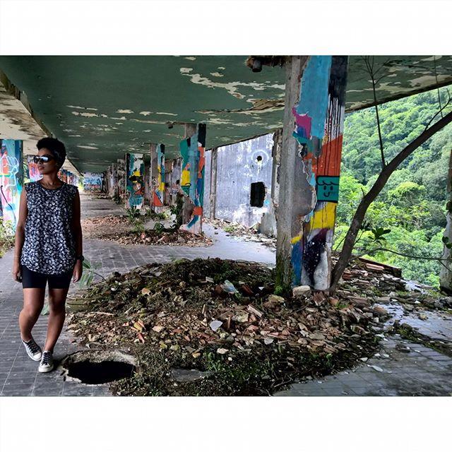 ... E no hotel havia todo tipo de arte. #art #urbanart #streetart #streetartrio #arte #culturaurbana #artederua