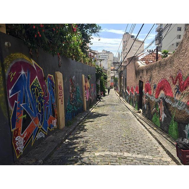 Hoje foi dia de visitar o projeto independente do camarada @cazesawaya uma galeria a céu aberto que esta ficando cada vez mais colorida... Ladeira do Castro / Santa Teresa. #pandronobã #ladeiradocastro #streetartrio #rjvandal #santareresa #artistasurbanoscrew #rioetc #graffiti #urbanart #instagraffiti #instagrafite #riodejaneiro #spraypaint #loveletters 2016