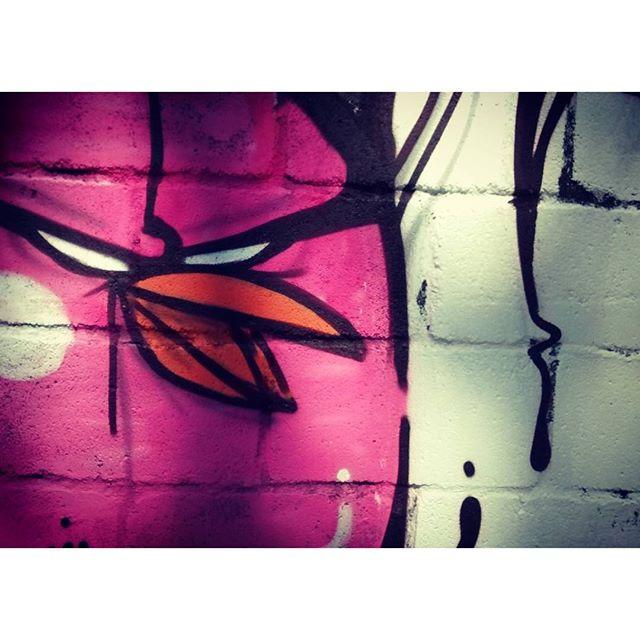 Papum, bomb bird ... #bomb #biveselecta #bivesburle #elninhocrew #streetartrio #streetart