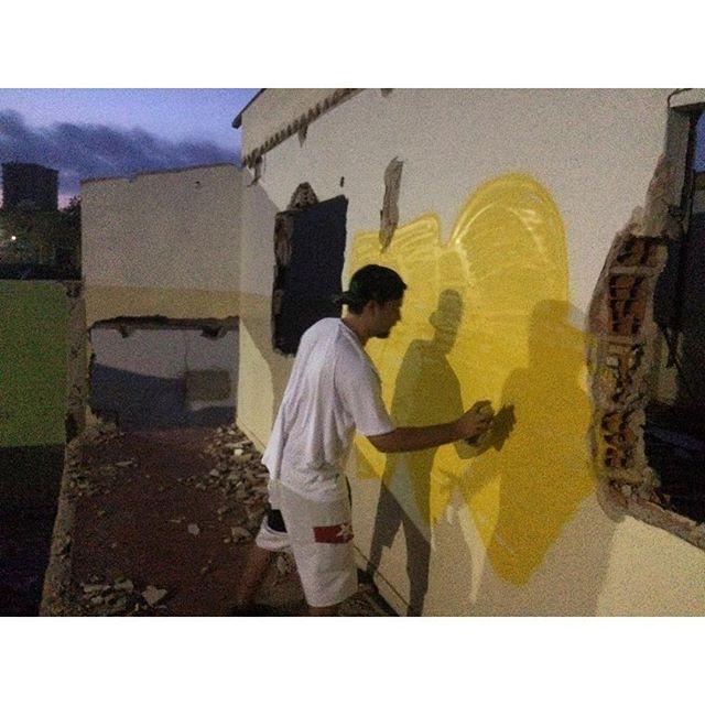 Relembrando primeira pintura do ano! . #streetart #streetartrj #streetartrio #streetartes #espiritosanto #guarapari #vilavelha # #rjvandal # #graffiti #grafite #grafiterj #graffitiart #grafitebrasil #bombing #bombin #bomb #bomber #bombers #ilovebombing #ilovebomb #welovegraffiti #welovebombing #welovebombin #musone #musgraffiti #mus