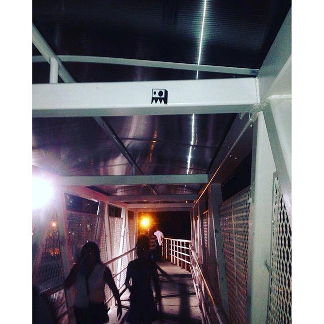 Solitário nas noites cariocas ..... #stickerculture #stickervandal #rjstickers #streetart #streetartrio
