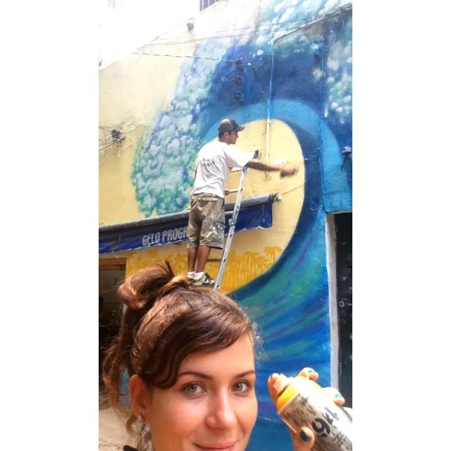 Trabalhando com minha assistente @andrezzabreu tudo fica melhor! / Painting with my assistant Andrezza everything works better! . . #surfgraffiti #surfpainting #surfart #riosurfcheck #waves #bigwaves #surf #surfporn #itson #EddieWouldGo #BrockWouldGo