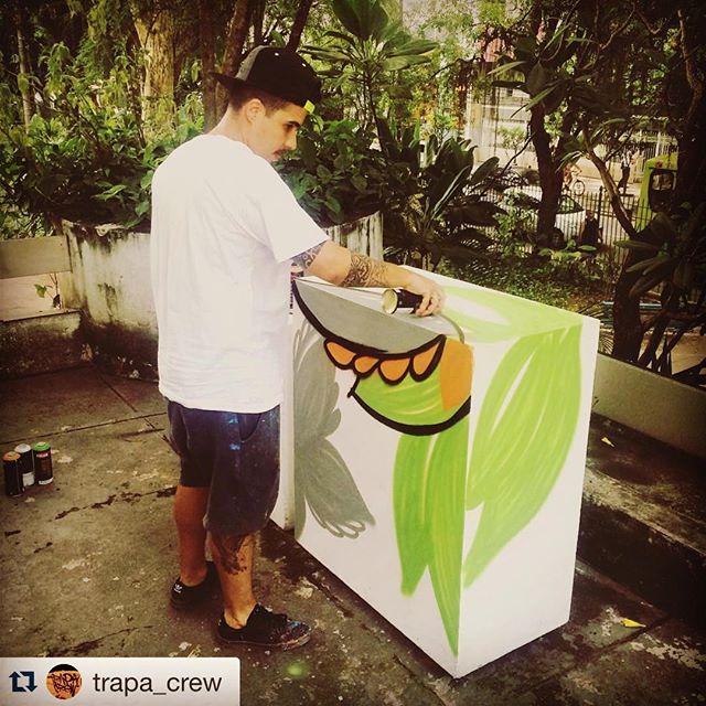 Vai rolar amanhã !! Trapacrew do outro lado da poça !! #instaart #spray #riodejaneiro #rj #instagraffiti #graffiti #graffite #artederua #art #artist #urbanart #graffitibrazil #graffitebrazil #loveart #spraypaint #streetart #freestyle #graffitirj #graffrio #rua #mtn #hiphop #streetartrio #ruasdazn #trapacrew #tafaltandomuro