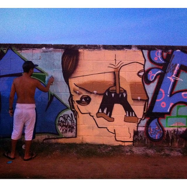 aniversário do @high5.ives . #graffiti #grafite #graffiticharacter #riodejaneiro #fuckpropaganda #rjvandal #streetartrio #tonoadorofarm #tintaverme #churrastinta #churrasconaruaporra #fodase