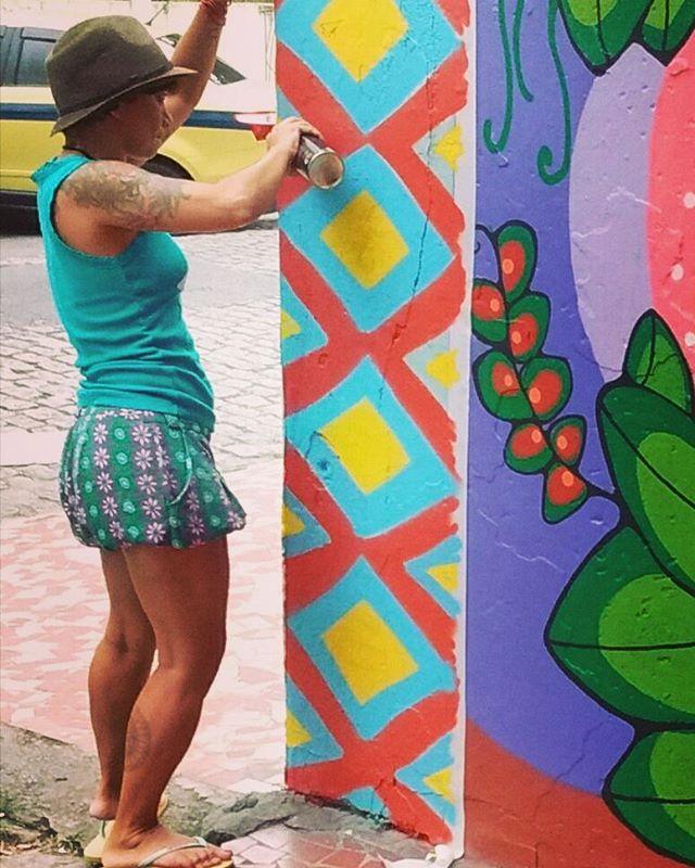 Finalizando mais uma menina :D :D :D Amanhã volto p fotografar o resultado dia claro.. #resisteíndio #grafismo #arteurbana #streetartrio #ruasdazn #loveart