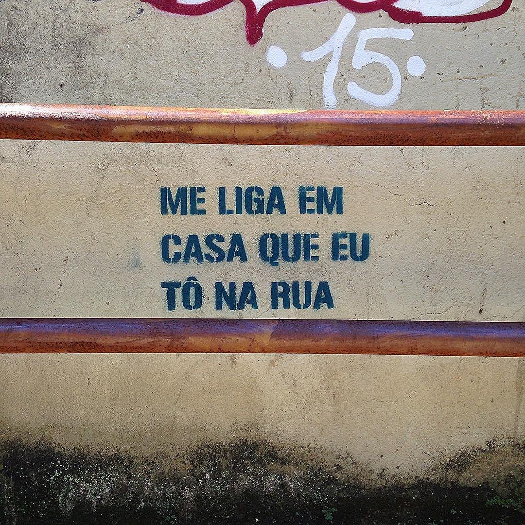 Ligue djá. Santa Teresa/RJ #oqueasruasfalam #asruasfalam #avozdasruas #streetart #streetartrj #streetartrio #stencilart #stencil #streetarthunter #frases #rua #riodejaneiro #misturaurbana