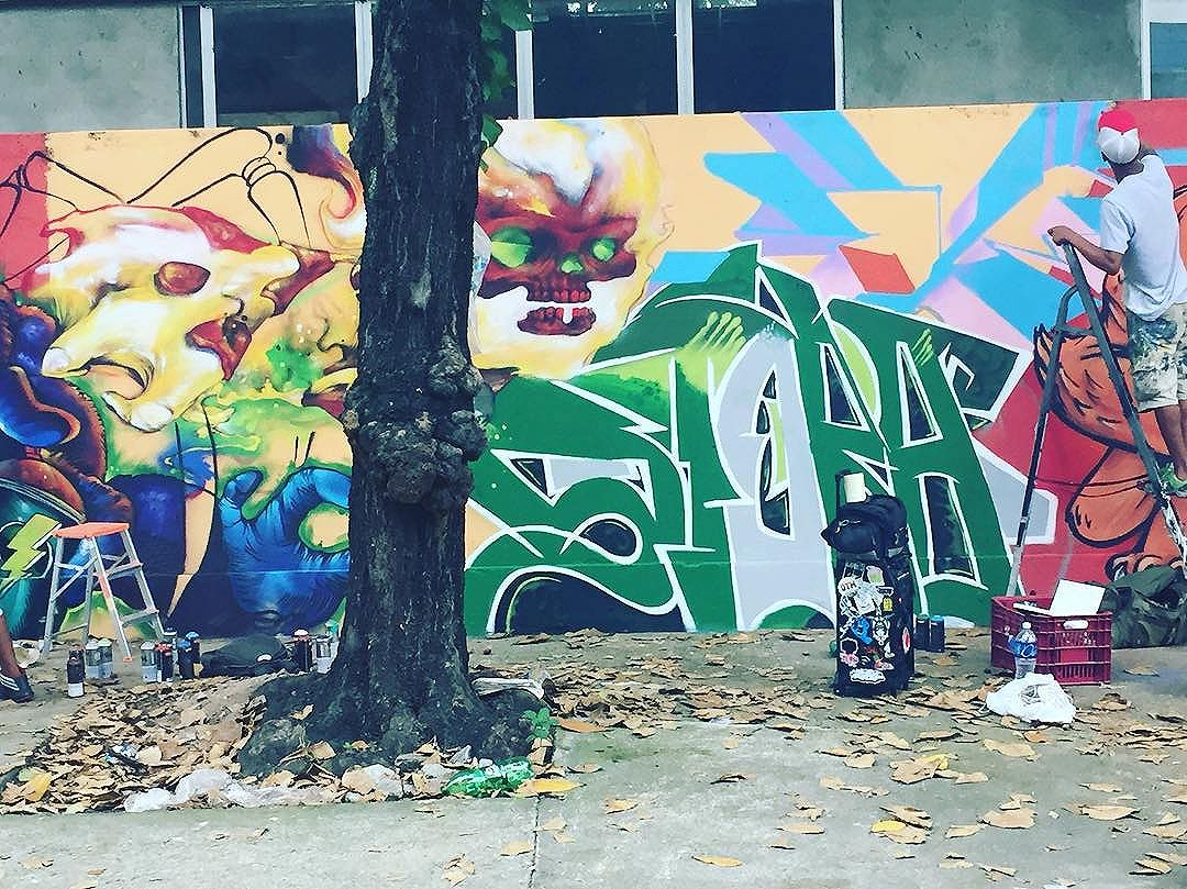Mais um registro do #churrasgraffiti que rolou ontem na Penha com um time da pesada... #pandronobã #artistasurbanoscrew #ruasdazn #streetartrio #rjvandal #ilovegraffiti #graffiti #streetartbrasil #graffiticarioca #zonanorteetc #urbanart #arteurbana #penharj #zonanorte #suburbiodaleopoldina #writers #graffitiwriters #graffitizonanorte #galeriaaceuaberto 2016