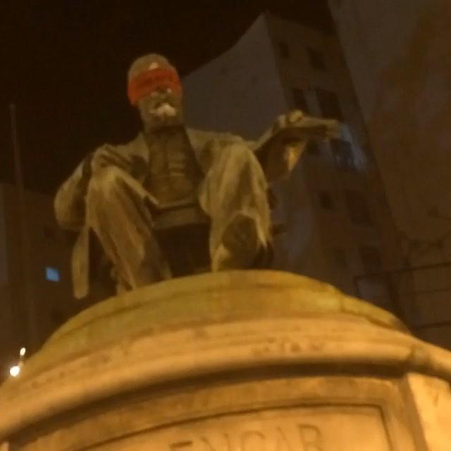 """#oraculoproject #artederua #streetart #arteurbana #urbanart #streetartrio #operationblindfold #streetartphotography #interventiin #intervencao #intervencaourbana #timelapse #estatuas #statues #riodejaneiro #olhosvendados #blindfolded #estatuasvendadas #monumentos #brasil #brazil #monumentosesquecidos #acaolimpa #manifesto #protesto #100blindfoldedstatues #100estatuasvendadas : .(Muito obrigado mr. L pela disposicao e forca na acao e obrigado por voce fazer parte deste projeto. ) .  2016.03.11  23:35pm : . . 100 estatuas  tiveram seus olhos vendados com venda vermelha nas ruas do Rio de Janeiro. Oraculo decidiu vendar os olhos daqueles e, somente daqueles que nao podem fazer nada para tirar o pais da situacao vergonhosa que se encontra e ao mesmo tempo poupa-los de ficar assistindo a tudo isso sem poder fazer nada... Alem disso o Oraculoproject gostaria de deixar claro que o projeto é indepentende de qualquer ideologia ou partido politico, é contra a corrupcao e acredita num caminho diferente para contruir um futuro melhor. . 100  statues on the streets of Rio de Janeiro have had their eyes covered in red blindfolds. Oraculoproject decided to blindfold the ones who cannot do anything to change the situation in Brazil. and at the same time , to save them to be watching this entire situation and can't do anything about... The Oraculoproject would like to make clear that project does not take side on any political party activities, it's against corruption and believes in a new """"road"""" to construct a better future."""