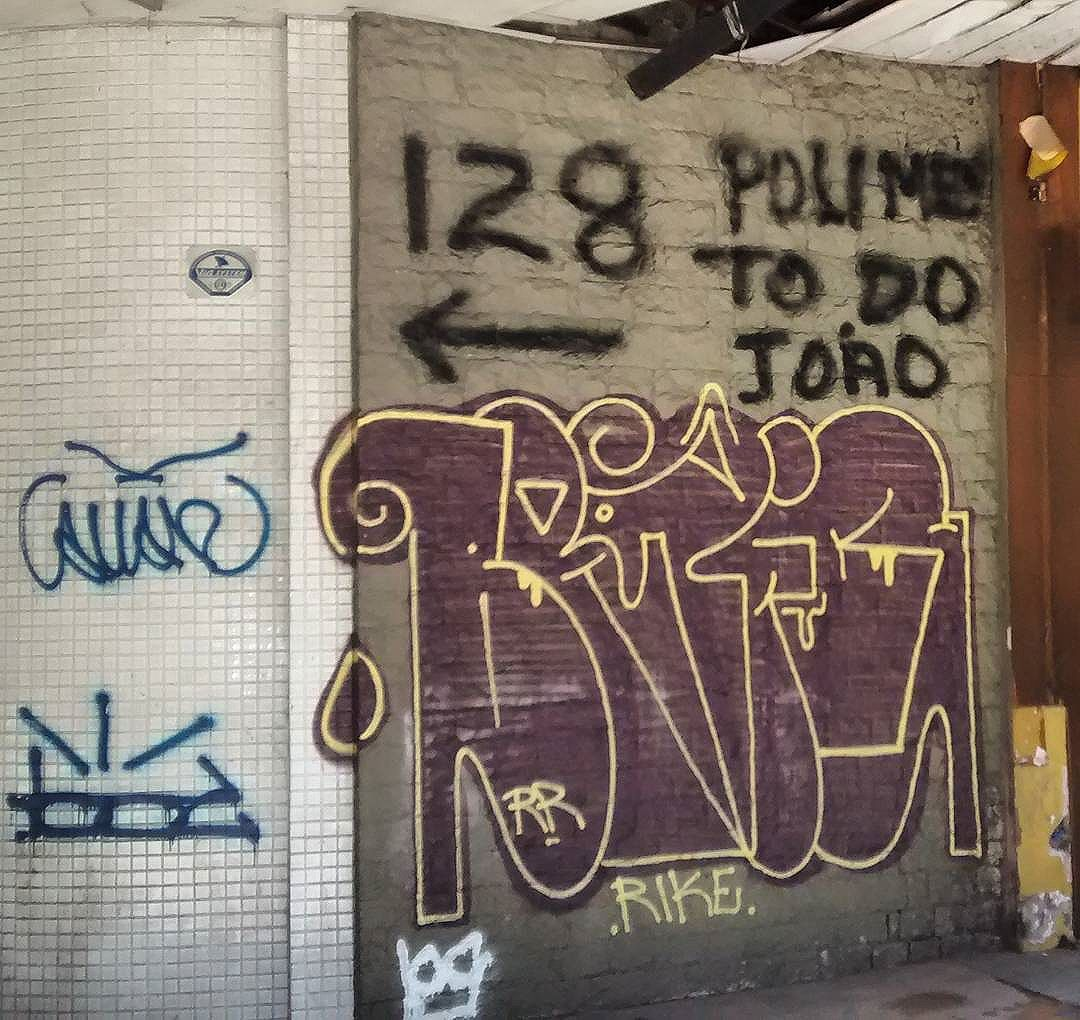 por: @_somaousome  • #rjvandal #streetartrio #streetart #graffiti #graffitiart #art #riodejaneiro #tags #tagsandthrows #throwsup #throwsupz #bombing #bomb #grafite #artist #artoftheday #arteurbana #rj #urbanart #artederua #rua #graffitiwall #sprayart #vandal #galeriaceuaberto #olheosmuros #bombingbrasil #graffitirio #art #makeart