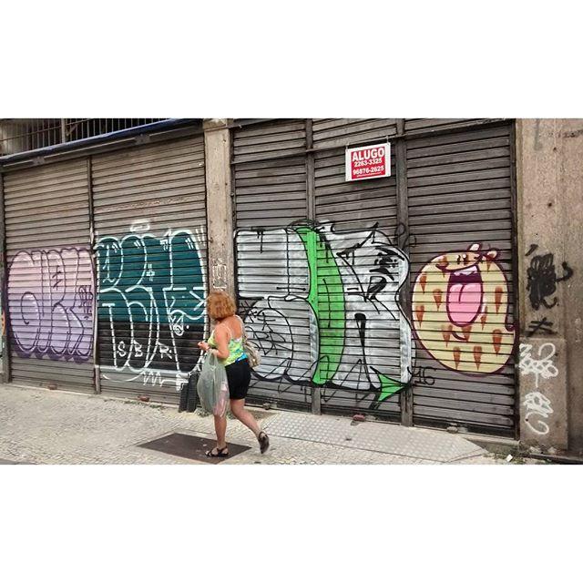 por: @gueto1@_restone @_teor @tozfbc • #rjvandal #streetartrio #streetart #graffiti #graffitiart #art #riodejaneiro #tags #tagsandthrows #throwsup #throwsupz #bombing #bomb #grafite #artist #artoftheday #arteurbana #rj #urbanart #artederua #rua #graffitiwall #sprayart #vandal #galeriaceuaberto #olheosmuros #bombingbrasil #graffitirio #art #makeart