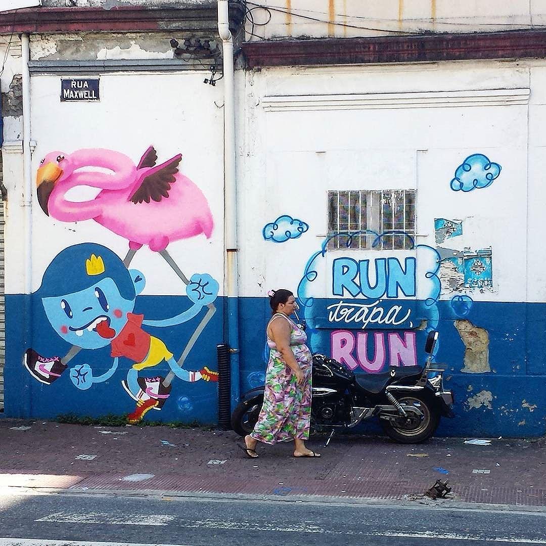 Run Trapa, Run!!!! Na calada da noite. De frente pro crime :D #streetartrio #streetart #streetartrj #graff #graffiti #grafite #graff #trapacrew #flamingo #flamingos #pinkflamingo #flamenco #arte #art