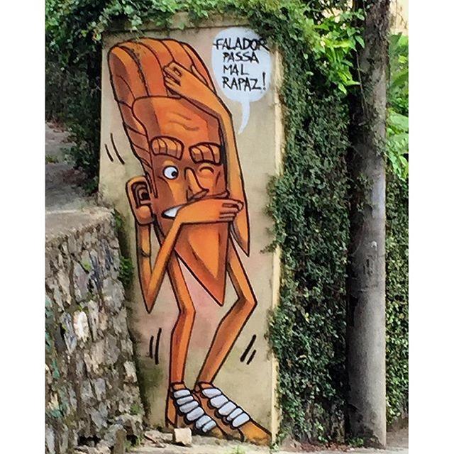 """#streetartrio As ruas """"falam"""".......! Escute o que elas têm a dizer! Essa é a estrada das Furnas."""