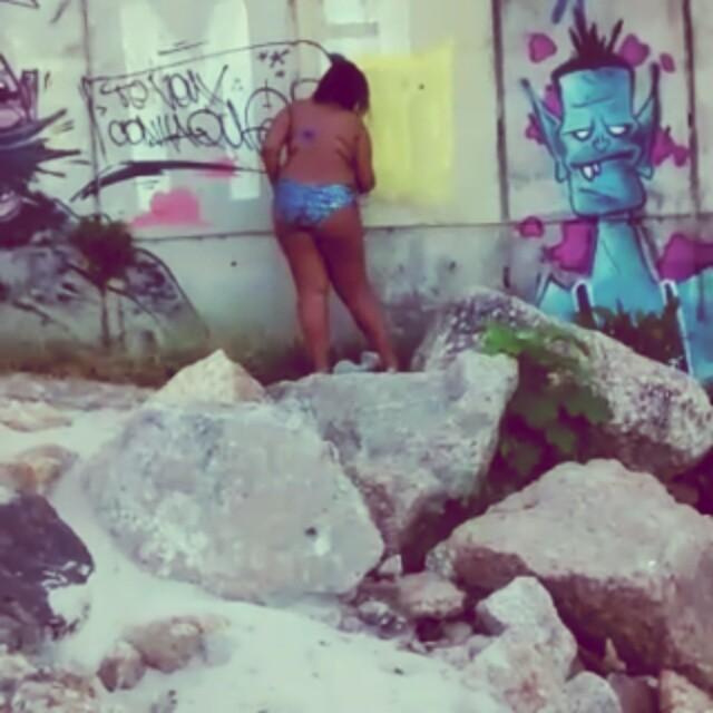 Ta me olhando porque quer pintar ? #GraffitiBrasil #GraffitiRioDeJaneiro #Graffiti #StreetArtRio #StreetArt #ArteDeRua #ArtUrban #ArteUrbana #Arte #Art  #HipHop #HipHopGirl #Cor #RjVandal #Vandal #RioDeJaneiro #ZonaSul #Sol #Mar #GraffitiNaPraia #Praia #PrainhaDoVidigal #Leblon #InstaGraffiti #LiksGraffiti #Liks  #MrCatra #Funk