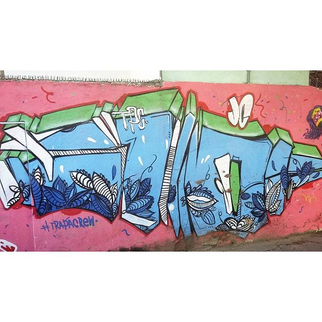 AVENIDA MARACANÃ - PRAÇA VANHARGEN - TIJUCA RIO DE JANEIRO RJ BRASIL ARTISTS: #trapacrew #graffiti #graffitiart #graffitiwall #streetculture #spraypaint #graffitirio #StreetArtRio #muros #artederua #streetart #arteurbana #welovestreetart #mural #streetartfiles #graffart #graffittigers #spraypaint #graff #wallart #olheosmuros #loves_street_art #graffitilegends #streetartofficial #streetarteverywhere #streetartistry #stickerart #urbanwalls #instagraffiti #spraycanart #graffitiporn
