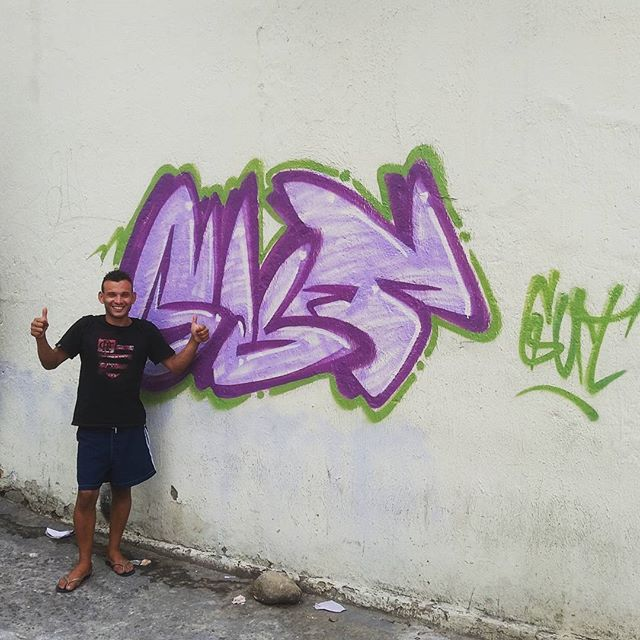 Alegria pintar na rua e a rapaziada curtir e querer até tirar foto com o bomb. #averdadeestanasruas #bomb #vandal #streetartrio #mafia44 #tijukistan #gratidao #pma #onelifeonechance