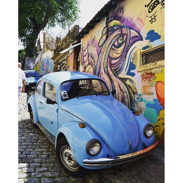 Je vous emmène dans les rues de Santa Teresa à Rio avec de belles œuvres de Street Art sur le blog. Bonne semaine !! #rio #riodejaneiro #riodejaneiroinstagram #riogram #santateresa #bresil #brazil #braaasil #ameriquedusud #southamerica #voyage #travel #voiture #car #coccinelle #amazing #streetart #streetartrio #travelgram #latergram #traveling #blogvoyage #thinklesstravelmore #neverstopexploring #beautifuldestinations #ville #citytrip #city #travelgirl #voyageursdumonde