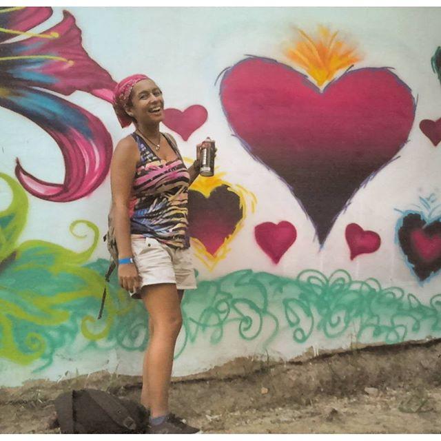 """Perto está o Senhor dos que têm o coração quebrantado"""" (salmos 34:18) conexão Favela&arte #Graffitievangelista #NinhonaRua #niteroigram #urbanwall #artsy #mural #Streetartrio #graffiti @milalopesf"""