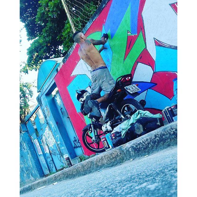 #Rua #RJ #motoescada #streetartrio #urbanart #graffit #spray #spraypaint #!R #ME #RIEI #vamoscoloriromundoirúúú