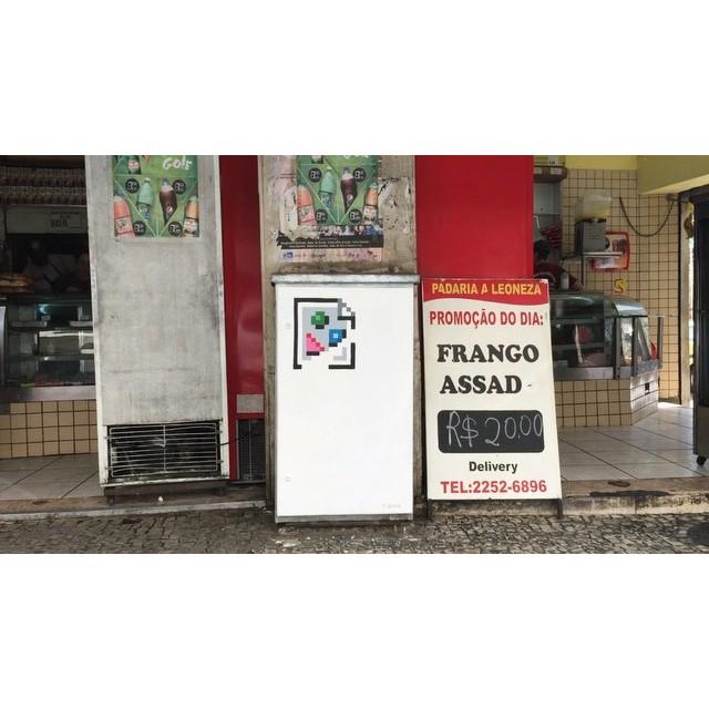 Something is broken in the State of Brazil #brokenimage #icon #tilt #internet #pixel #pixelart #streetart #streetartrio #8bitch #8bitchproject #lapa